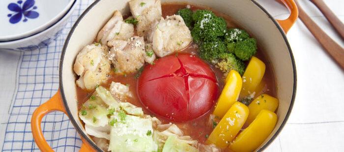 いくら暑いからといって冷たいものばかり食べていては胃腸の元気がなくなり夏バテしまうことも。どーんと大きなトマトがインパクト抜群のトマト鍋なら食べる前から食欲がわいてきます。意外と相性のいいトマトと味噌の組合せを楽しんで。