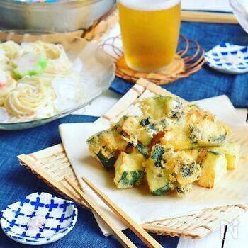 海苔の風味がアクセントになる、ズッキーニの海苔チーズフリッター。衣に炭酸水を使うことでサクサクに仕上がります!お蕎麦や素麺と一緒に食べるのもおすすめです。