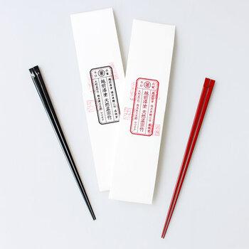 「THE(ザ)」は、good design company(グッドデザインカンパニー)の水野学氏と、中川政七商店の中川淳氏を中心に立ち上げられたブランド。それぞれのアイテムにおける、「これこそ=THE」と呼べるような定番を生み出していくことを目指しています。  そんな定番をとことん追求した箸がこちらの「THE 箸」。手作業で切り出した竹を丁寧に加工して作られています。