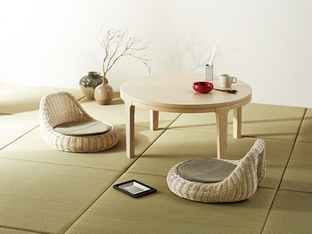 実はナチュラルモダンは日本の家と相性がいいんです。日本の家はフローリングで木目を使われていたり、畳は天然素材そのもの。内装に木目が取り入れられている日本の家は、ナチュラルモダンな部屋を作るのにぴったりなんですよ。