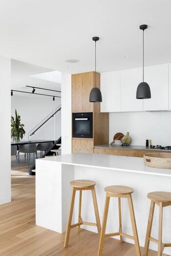 インテリアを決めるひとつの基準として、スタイリッシュなデザインの照明を選ぶのもおすすめ。洗練されたデザインの照明は現代的なインテリアとして、部屋の中でも一目置く存在になります。
