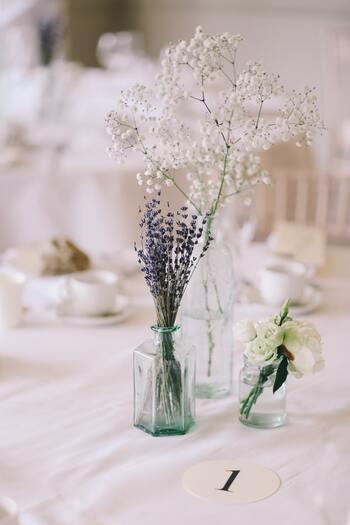 大切な人を心からお祝いしたいからこそ、暑い時季でも気持ちよく結婚式に出席できるようなドレス選びは重要です。色味や生地にこだわって、お気に入りの一枚でお祝いしましょう。