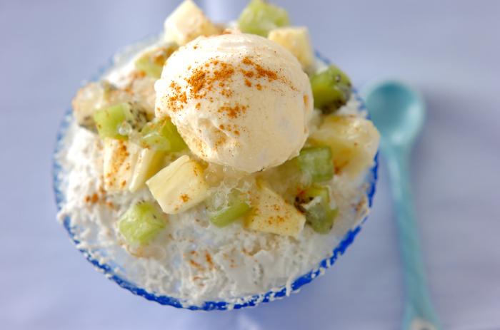 甘いココナッツミルク氷にパイナップル、キウイなどのフルーツを乗せてタピオカをプラスした台湾風かき氷。爽やかなココナッツの香りが暑い日にぴったり!ちょっとだけ南国気分を味わえるようなかき氷です。