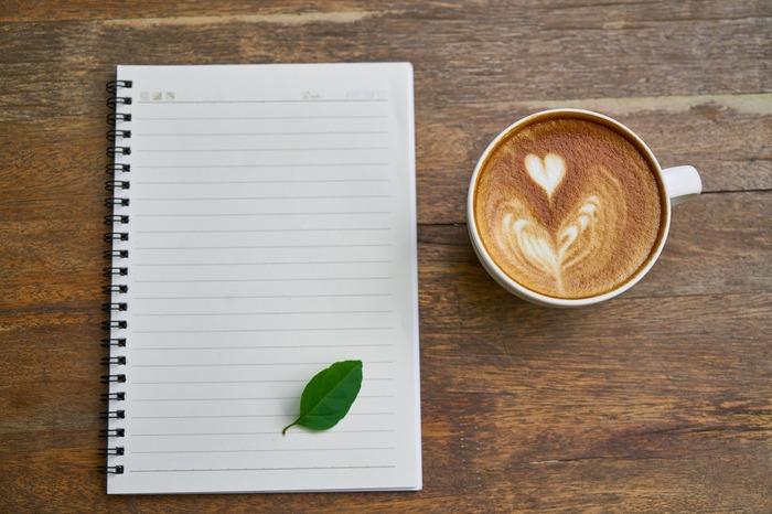 これまでに手放したアイテムを箇条書きにするのもおすすめです。品物だけでなく、理由も一緒に記入して。物を選ぶときの、良い判断基準になりますよ。