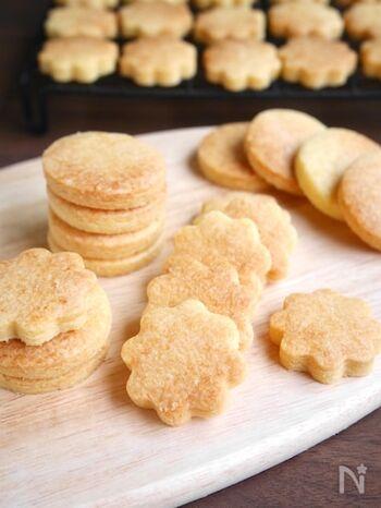 バターは控えめに、代わりに植物油を加えたお財布に優しいクッキー。少量のバターでも、さくさくでおいしいクッキーが簡単にできちゃいます。