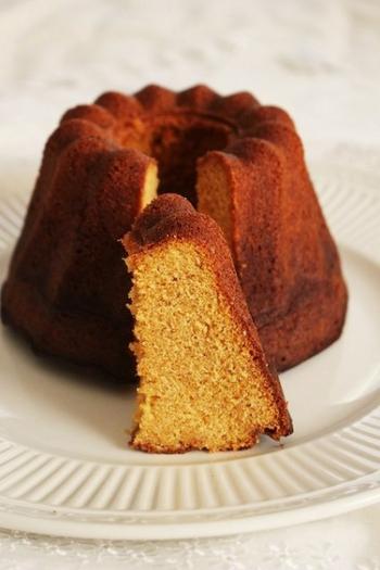塩キャラメルを入れ、クグロフ型で焼いたケーキ。甘く香ばしいキャラメル風味に、ほんのり塩味がきいてとってもおいしい。
