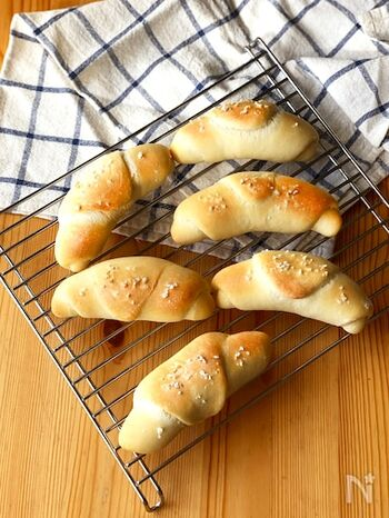 シンプルで素朴な味の塩パン。お食事時にぴったりな、クセのない味わいです。