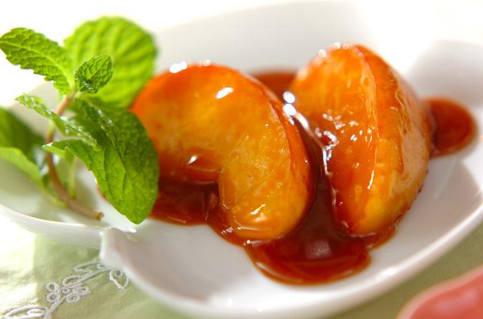 ソテーしたリンゴに生クリームを加えてキャラメルに。ひとつまみの塩が甘みを引き立ててくれます。