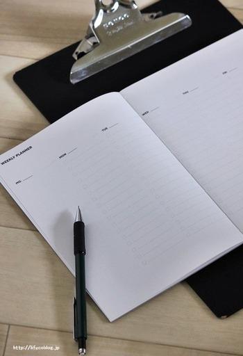朝活をする具体的な目的について考えてみるとやる気が湧いてくることも。「達成したい目標・目的」「必要な朝活日数」「何時に起きて何をするか?」などの簡単なことでOKです。自分のスケジュールに合わせて曜日を決めて、手帳に順に書いていくのも良いですね。