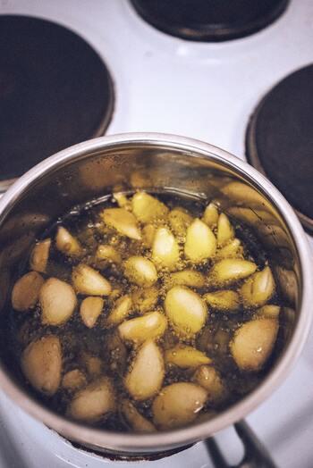 ひと味違う味わいに*簡単に作れる《フレーバーオイル》&活用レシピ