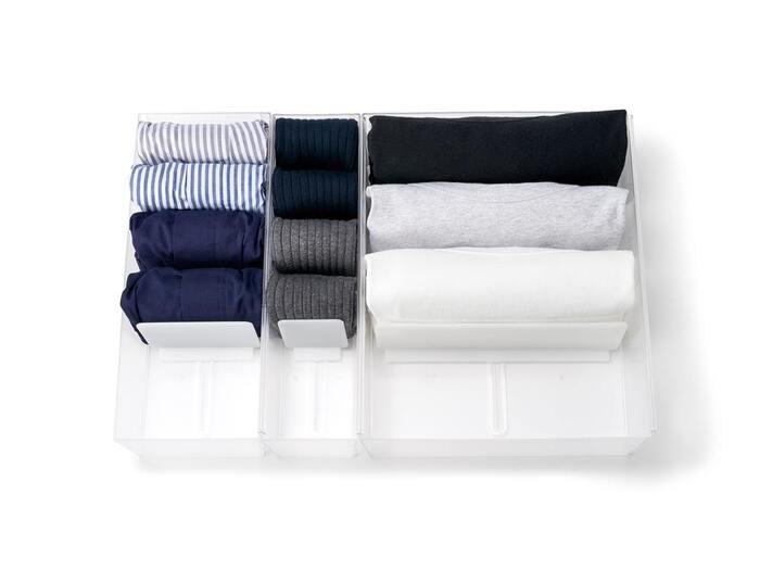 靴下やシャツ、下着などは、「整理してもぐちゃぐちゃになる」とお悩みの人もいるのではないでしょうか。そんなときは、引き出しの中で使える収納ケースを活用するのがおすすめです。