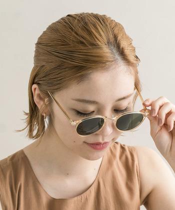 髪色を明るくして、オレンジヘア×ブルー系レンズのツートーンをおしゃれに楽しんでみては♪色をおさえたトップスで、大人ならではのアースカラーのコーディネートに仕上がります*
