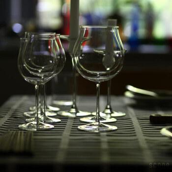 繊細なフォルムでありながら、大きすぎないから取り扱いは意外とスムーズに行えます。RAISINのワイングラスを片手に、大人の時間を過ごしてみませんか?  おすすめのワイン:白・軽めの赤ワイン 食洗機:× 高さ:180㎜
