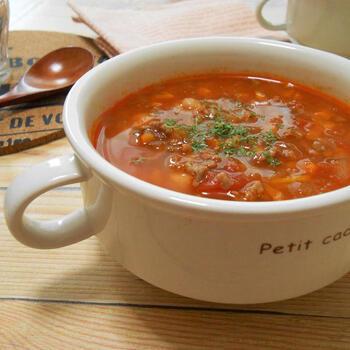 モロッコのハリッサスープは、野菜と豆を使うことが多いようですが、こちらではひき肉も加えています。お好みで具材をアレンジするのもいいですね。