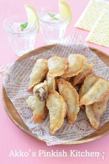 材料は、合い挽き肉やじゃがいものほか、アニスに似た甘い香りのフェンネル(パウダー)を加えると一気に本場の味わいに。お口の中に異国の風味が広がります。