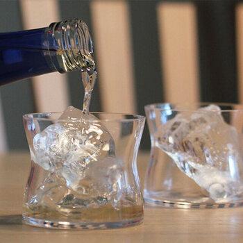 薄いガラスは口当たりも良く、日本酒や焼酎、ウィスキーにもおすすめ。スタイリッシュなワイングラスで、おいしいお酒を楽しみましょう♪  おすすめのワイン:白・軽めの赤ワイン 食洗機:× 高さ:75㎜