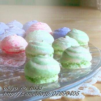 メレンゲにおからパウダーを少し入れると、サクッとしながらも、中はとろっとした新食感のメレンゲクッキーになるようです。試してみませんか?
