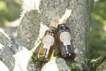 奈良県吉野の山麗にある「堀内果実園」で栽培された果物を、丁寧に手摘みし加工し作られたシロップ。