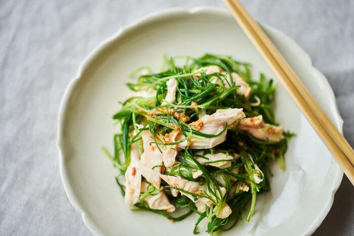 あまり目にしない方もいるかもしれませんが、実は緑黄色野菜のおかひじき。栄養も豊富で、シャキシャキ感がたまらないのが魅力です。さっぱりしたささみと、甘めのごまだれでお箸が止まらない!しっかりお腹を満たしてくれます。