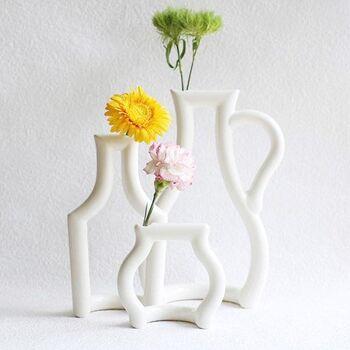 水差し・リキュールの瓶・ジャムの小瓶のシルエットだけを花瓶にした「still green」。 シンプルかつ斬新なデザインで、ニューヨーク近代美術館(MoMA)のミュージアムショップでも長く取り扱われています。