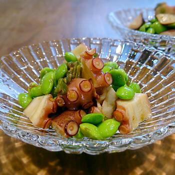 だし醤油で仕上げたシンプルな味付けに、青唐辛子のピリッと感がアクセントに。ちょっとしたアテにもなりそうな副菜です。