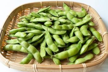 枝豆とは大豆の若い豆のこと。大豆と同じく良質なタンパク質を豊富に含んでいる野菜です。また、他の豆類と比べると糖質も低いため、ダイエット中にもおすすめ。夏の晩酌のお供としても最適♪もちろんビタミン、カリウム、食物繊維なども豊富に含まれています。