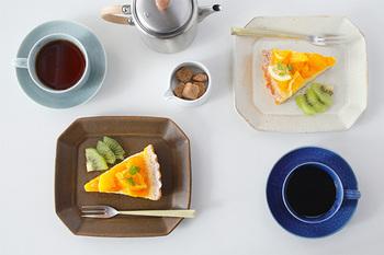 約W290×D195×H25(mm)の正方形に近いフォルムが魅力の「八角ケーキ皿」は名前のとおりに、スイーツに最適。サイズ違いや色違いで揃えて、メイン、副菜、デザート、またはインテリアに活用してみてはいかがでしょうか。