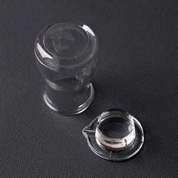 シンプルでフォルムも素朴でベーシック。そっと佇む存在感はテーブルの料理や器の邪魔をしません。本体も蓋もきれいに洗える形状で、いつでも清潔に保てます。