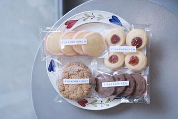 お取り寄せでは、「SYLTKAKOR」という名前のラズベリージャムクッキーをはじめ、4種類のクッキーの詰め合わせが注文できますよ。甘いクッキーをつまみながら、おうちでフィーカを楽しんでみませんか?