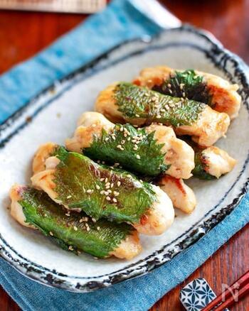 鶏のささみと大葉&梅は定番の組み合わせ!スティック状になっているので食べやすく、大葉の存在感もしっかり感じられます。下味のマヨネーズが効いていて柔らかく仕上がります。