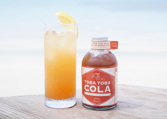 喜界島でひとつひとつ、丁寧に手作りした無添加・無着色のTOBA TOBA コーラシロップ。炭酸水やお酒と割って飲みたいですね♪おしゃれなパッケージで、プレゼントにも喜ばれそう。