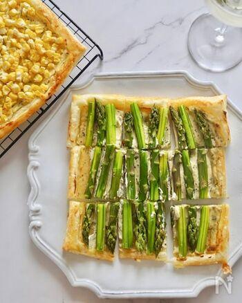 スーパーなどで売っている冷凍パイシートを使っているので、手軽に作ることができます。アスパラ以外の他の野菜を活用して、色んなベジパイを作ってみたくなりますね。