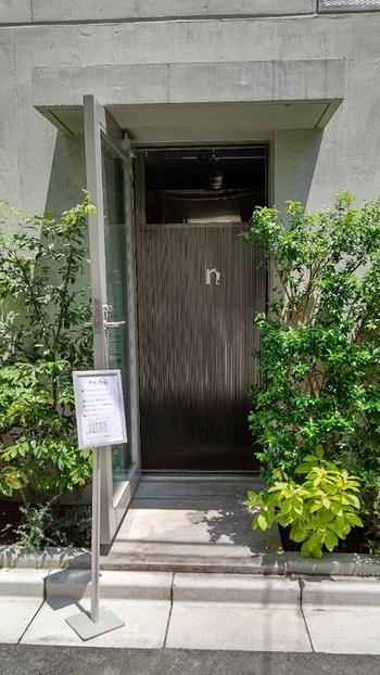 和歌山県で人気のベーカリー「3ft」が名前を変えて、2020年9月「中村食糧」として清澄白河に移転オープンしました。清澄白河駅から歩いて2~3分のマンション1階にあり、小さな看板が出ているだけのおしゃれなお店ですよ。