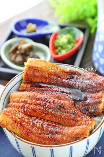 定番の蒲焼を自家製ダレで美味しく食べる方法が、こちら。うなぎはフライパンで蒸し焼きするのが、ふっくらと仕上げるポイントですよ。