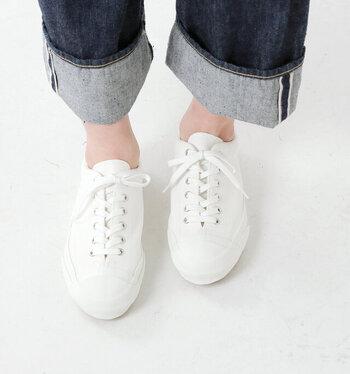 オールホワイト or オールブラックの「単色スニーカー」特集*一色で足元をすっきり見せよう