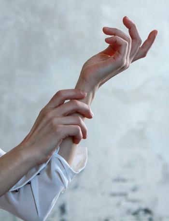 意外と知らない爪のケア。「こんなときどうしたらいい?」にお答えします*