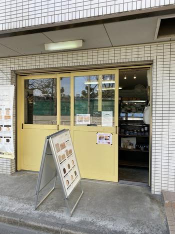 """""""1日のはじまりを幸せに""""をコンセプトにした「Viking Bakery 0(バイキングベーカリー ゼロ)」は、食パン専門店。本店は南青山で、清澄白河店は清澄通り沿いにありますよ。ほかに福岡や熊本を含め、現在5店舗を展開する人気ベーカリーです。"""