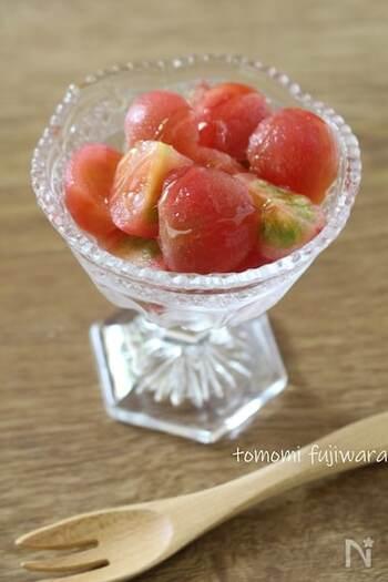 トマトをシャリシャリに凍らせてから皮をむき、いつもと違う食感で食べられるように。トマトの酸味が苦手なお子さんには、シロップや砂糖をかけてあげるといいのだそうです。