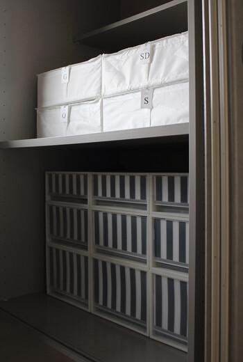 布団収納のケースとして人気なのがIKEAのSKUBBシリーズ。サイズも豊富なのでダブルなどの大きな布団も入れやすいです。また、フレームが入っているので型崩れせず、圧縮袋に入れた布団を複数枚入れるのにぴったり。