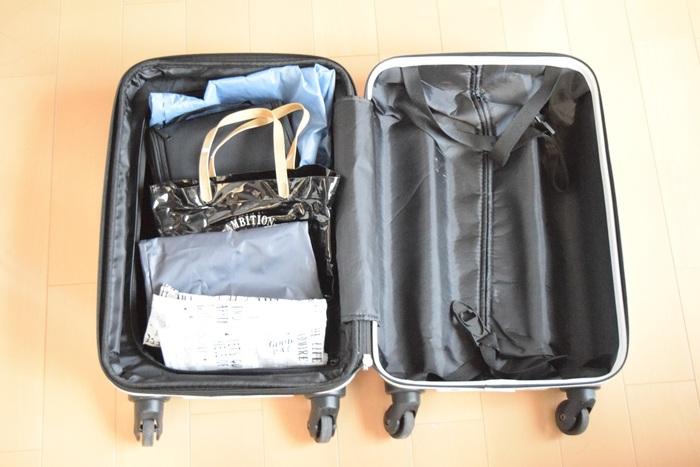旅行で使う圧縮袋を選ぶ時はスーツケースに合ったサイズであることも大切。圧縮して畳んだ時のサイズがスーツケースの横幅にぴったり収まると隙間なく詰めていきやすいですね。小さいスーツケースに大きすぎる圧縮袋を使うと、入れにくいこともあるので注意。