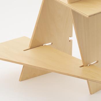 棚は自分で組み立てて作ります。自分の手でアートを完成させる感覚は他では味わえない感動があります。連続して配置して、組木の面白さを味わいたいです。