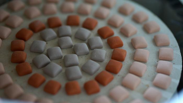 京都の老舗窯元がつくる。美しい陶磁器のアクセサリー