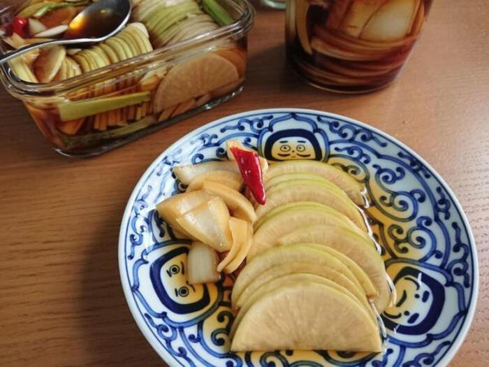韓国で焼き肉を食べるときに添えられる定番の酢漬け。お肉の脂っぽさを消してくれるので、一緒に巻いて食べるのがおすすめです。