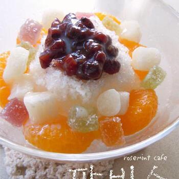 韓国のかき氷、パッピンス。ゼリーやお餅をのせるのがポイントです。好きなフルーツをトッピングして楽しんでみて。