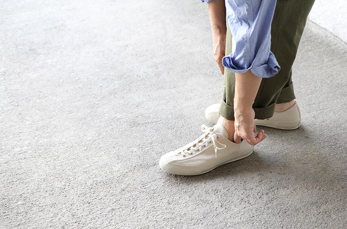お散歩用のお気に入りの靴があれば、きっと毎日お散歩に出かけたくなるはず。たくさん歩くための靴なので、少しお値段が張っても、本当に合うものを選びたいですね。
