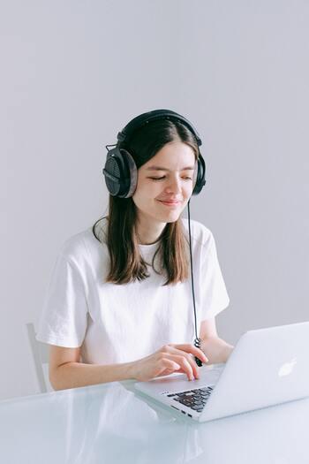 オンラインでも好印象に!美肌に見せる&画面映りを良くするテクニック