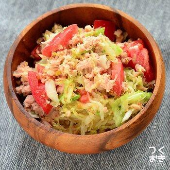 ■塩もみキャベツとトマトのツナサラダ  塩もみキャベツに、ツナ缶とトマトをプラスして、ボリュームアップ。色鮮やかになり、食欲もアップしそうですよね。ツナのコクとトマトの旨みで、無限に食べられるサラダに仕上がりました。