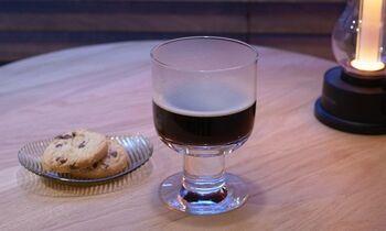 アイスコーヒーはもちろん、ホットコーヒーにも使えるコーヒーグラス。グラスに入れることでコーヒーの違いを感じられて、よりコーヒーの味わいを楽しむことができます。夏にグラスでホットコーヒーを飲むのもなかなかいいかも!