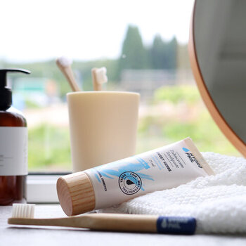 ドイツ生まれの衛生用品ブランド「HYDROPHIL(ハイドロフィル)」の天然ハーブで心地よくオーラルケアできる歯磨き粉「トゥースペースト ハーブ」。