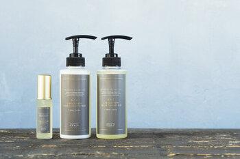 乾燥してパサつきがちな髪に油分を与えて表面を保護してくれるのが、ヘアオイル。うるおいのある髪に導いてくれます。水分を逃さずドライヤーの熱からも髪を守ってくれますよ♪